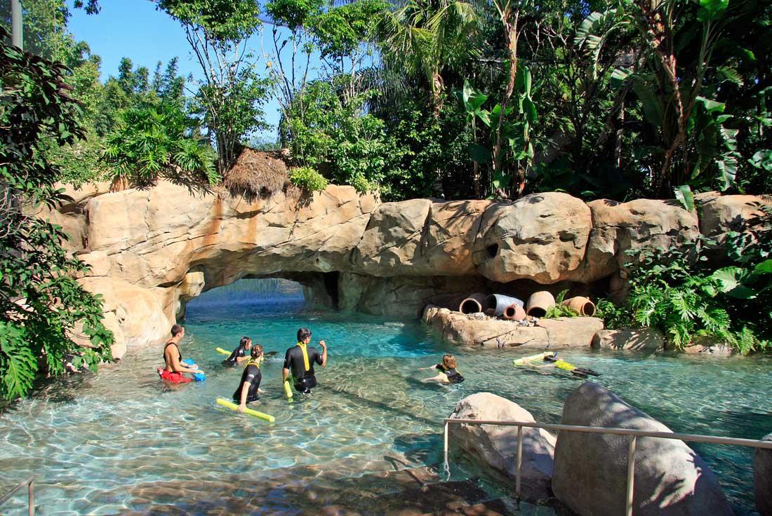 02-1DisccoveRiver-with-Rock-Bridge-Theme-Pool