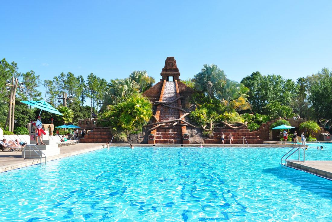 04Coronado-Springs-Pool-bright-image-nice-day